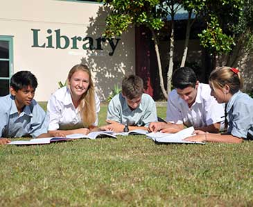 Students-outside-Library
